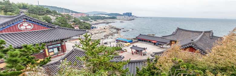 panoramic view of the East Sea and Yonggungsa Temple.