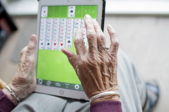 actividades para mayores en casa -juegos en solitario