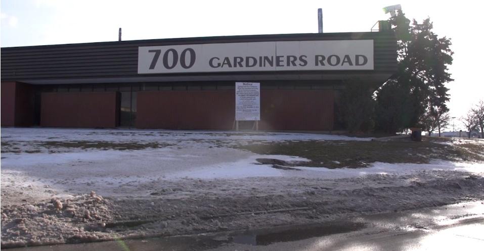 2-700-gardiners