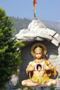Parmarth Niketan Ashram . राम Jhula . Hanuman trägt Rama und Sita im Herzen