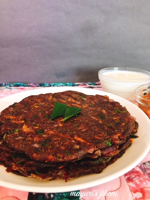 Onion and Carrot Ragi Bhakri