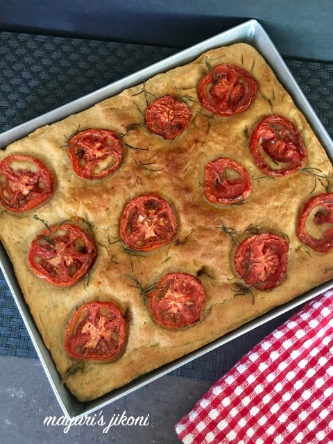 tomato and garlic focaccia 4