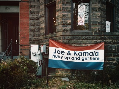 """Joe & Kamala hurry up and get here"" © Ted Eytan on Flickr"