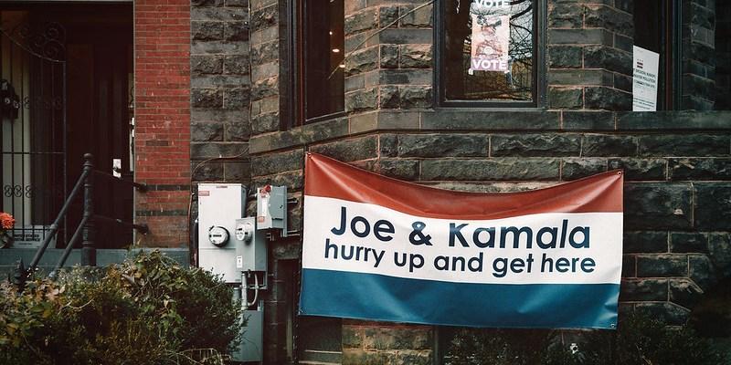 """Joe & Kamala hurry up and get here"" © Ted Eytan on Flickr"