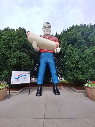 Hot dog muffler man - Atlanta, IL