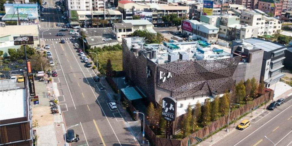台中。鳥人創意旅店   住地窖不必跑到土耳其   台中汽車旅館