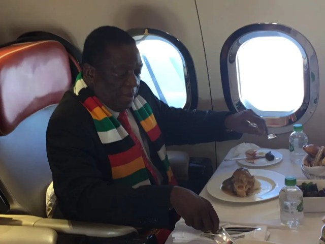 Mnangagwa eating