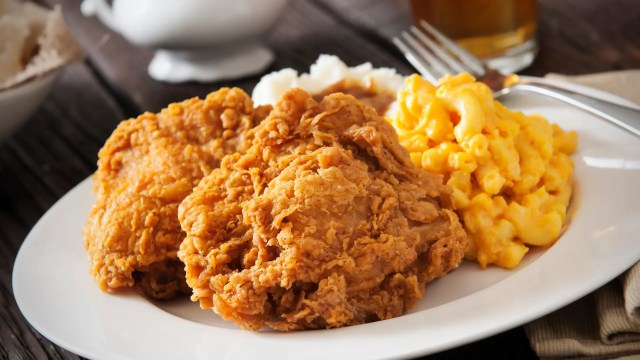 Fried chicken with macaroni cheese