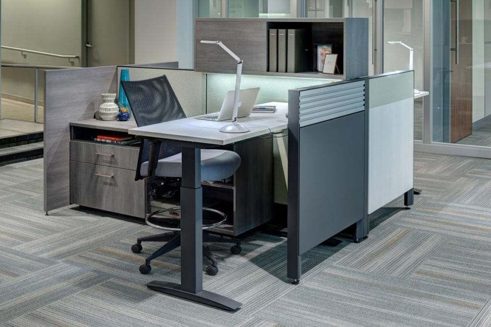Workstation with overhead