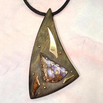 pendentif -bois-ébène -or -opale