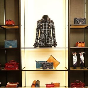 Luxury goods market adapts with fingers crossed