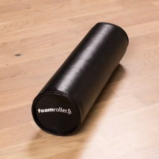 Musta design foam roller keinonahkapäällysteellä.