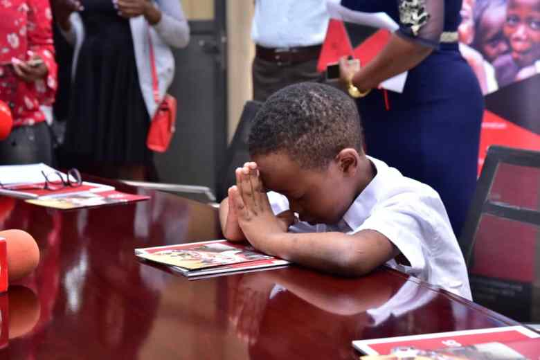 Fresh Kid prays