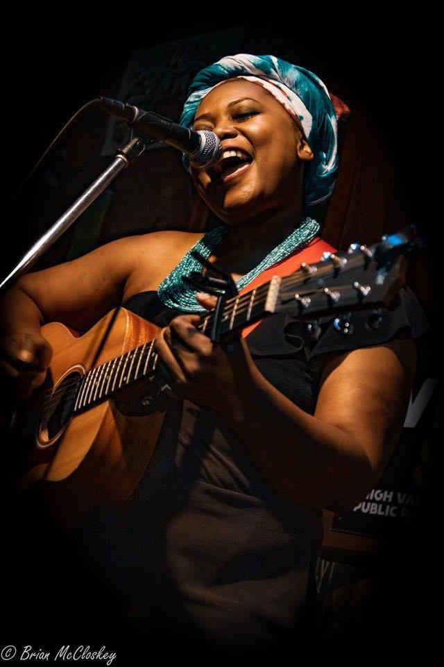 Tshila performing (Photo By Brian McCloskey)