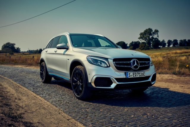 Mercedes-Benz GLC F-CELL: Marktstart für weltweit erstes Elektrofahrzeug mit Brennstoffzelle und Plug-in-Hybrid-TechnologieMercedes-Benz GLC F-CELL: Market launch of the world's first electric vehicle featuring fuel cell and plug-in hybrid technology