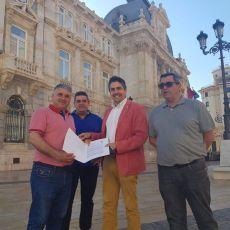 Castejón compromete la temporada del verano del sector del taxi al ser incapaz de aplicar la nueva ordenanza municipal