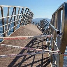 'Chapuzas Arroyo': las inútiles pasarelas del Mar Menor se desploman