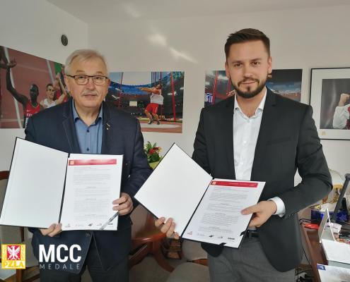 Podpisanie umowy pomiędzy MCC Medale i PZLA
