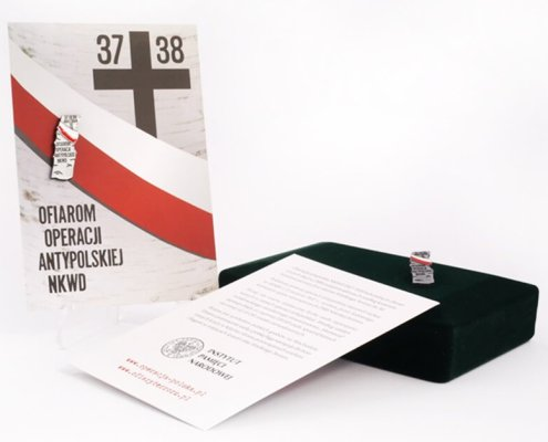 IPN - pinsy ma karteczce wykonane przez MCC Medale