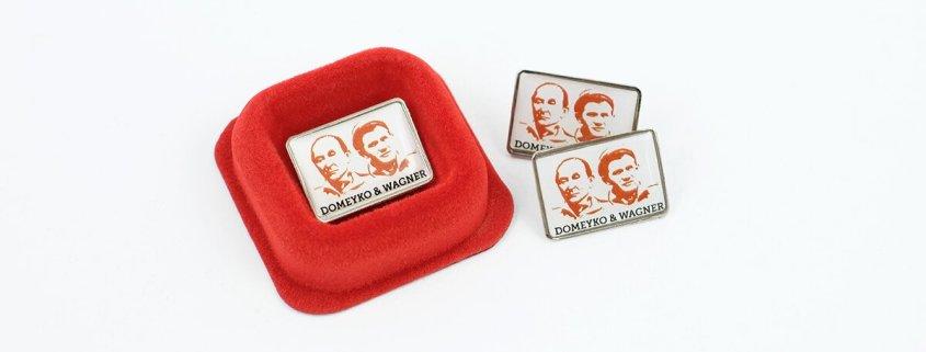 Etapowa Wyprawa Dookoła Świata ma specjalne pinsy przygotowane przez firmę MCC Medale