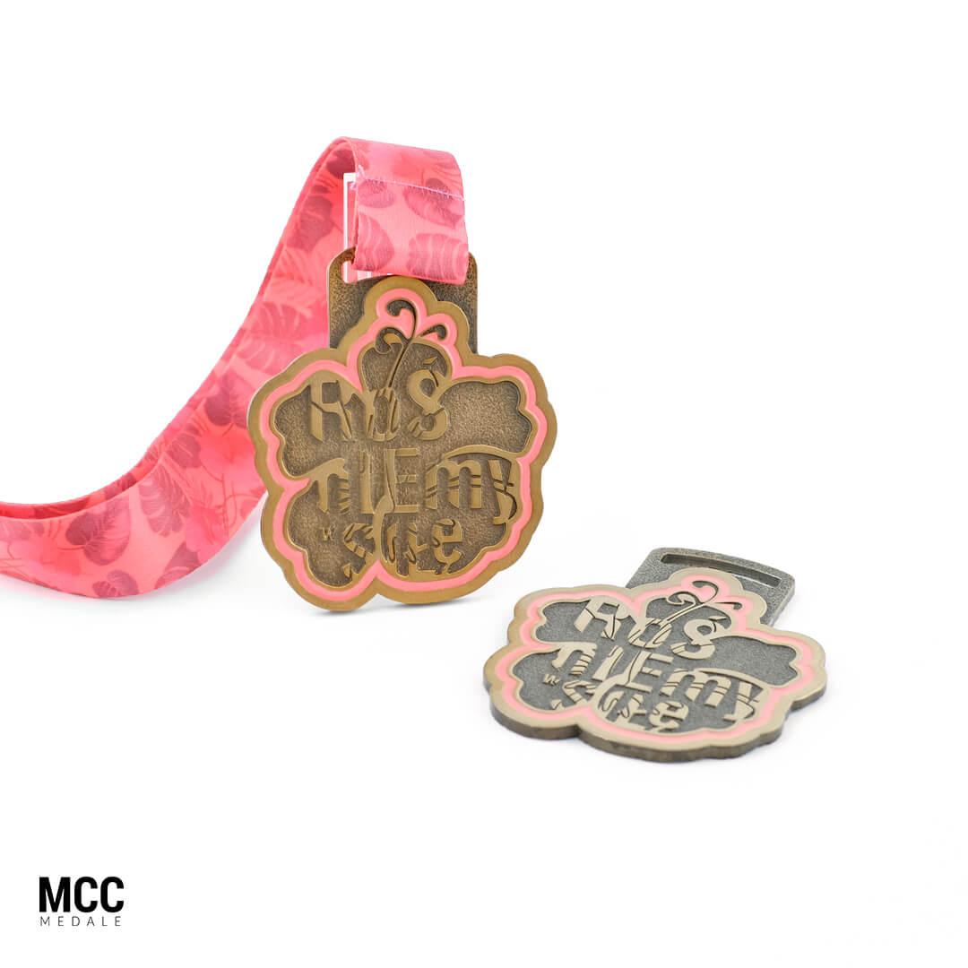 Medale biegowe przygotowane na Bieg Kobiet