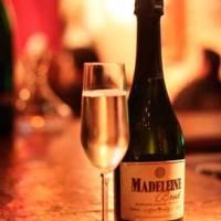 Madeleine: eventos ao som de jazz, regados a vinho e espumante