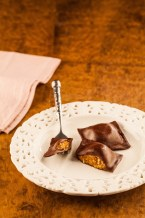 Sofioti (massa de chocolate recheada com paçoca com zabaione e castanha de caju)_1