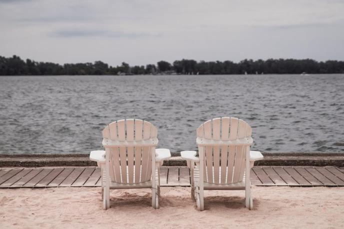 lakeside-beach-chairs_925x