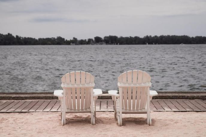 lakeside-beach-chairs_925x