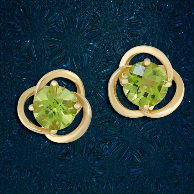 Yellow gold earrings with peridot