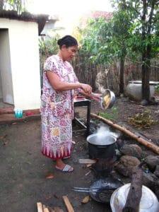 Femme cuisine Cambodge