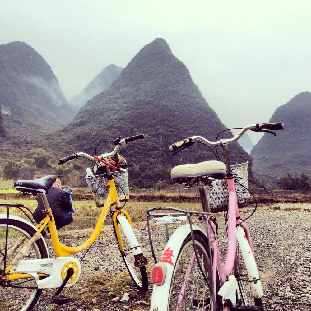 Vélo dans la vallée de Yangshuo en Chine