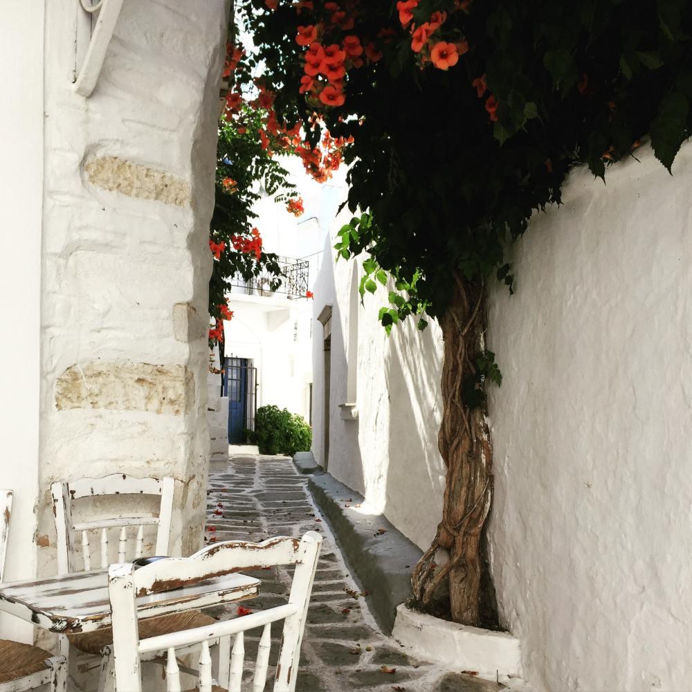 Sur l'île de Paros, petite ruelle typiquement grecque