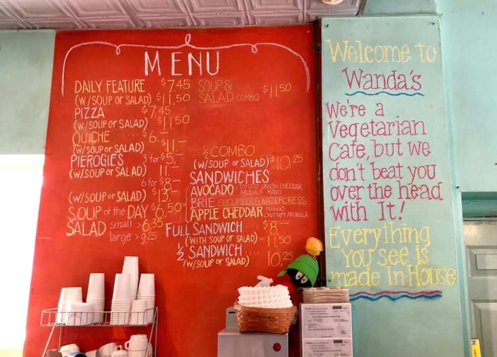 Menu du café Wanda's dans Kensington Market à Toronto