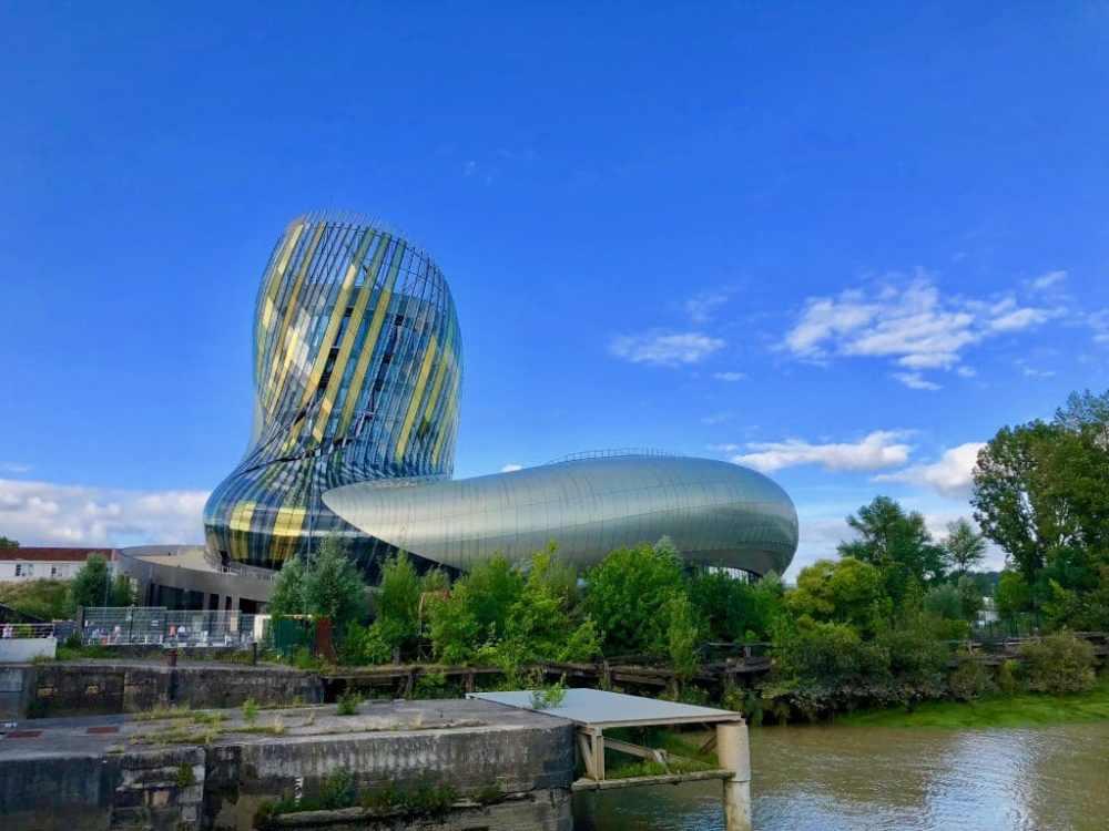 La Cité du vin de Bordeaux et son impressionnante architecture