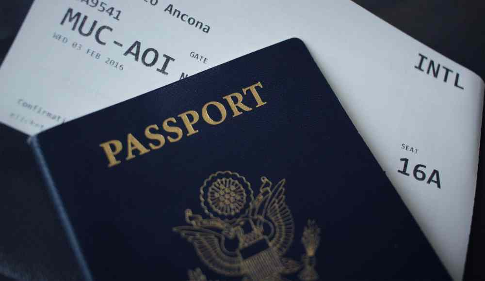 Passeport et billet d'avion sur Pexels