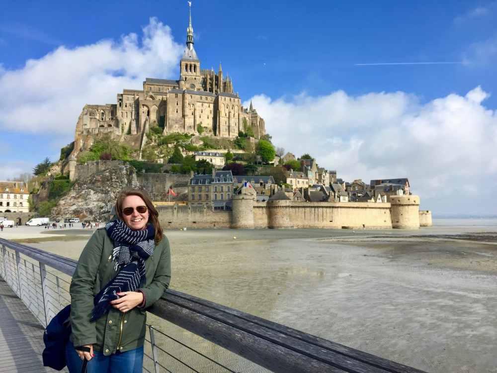 Le Mont St-Michel en Normandie, France par une belle journée ensoleillée de mai