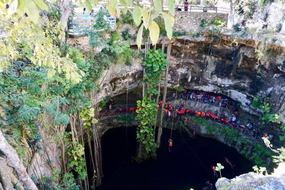 Cenote à la Hacienda San Lorenzo de Oxman Valladolid, Mexique