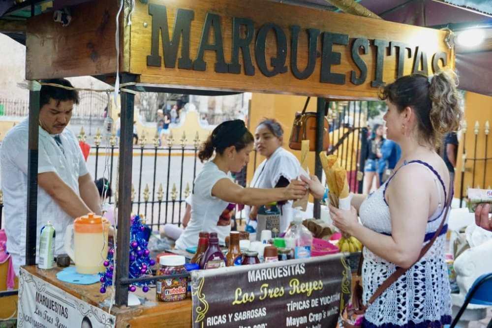 Petit kiosque de vente de Marquesitas, crêpe croustillante mexicaine, à Valladolid Mexique