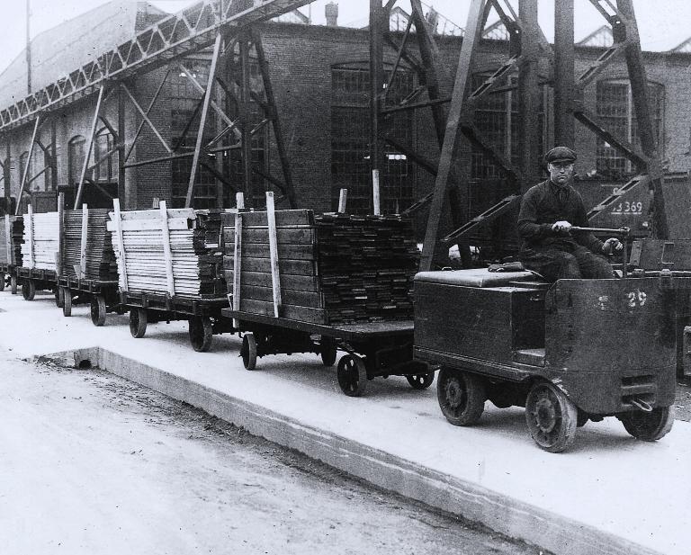 Transport du bois aux usines Angus, vers 1930