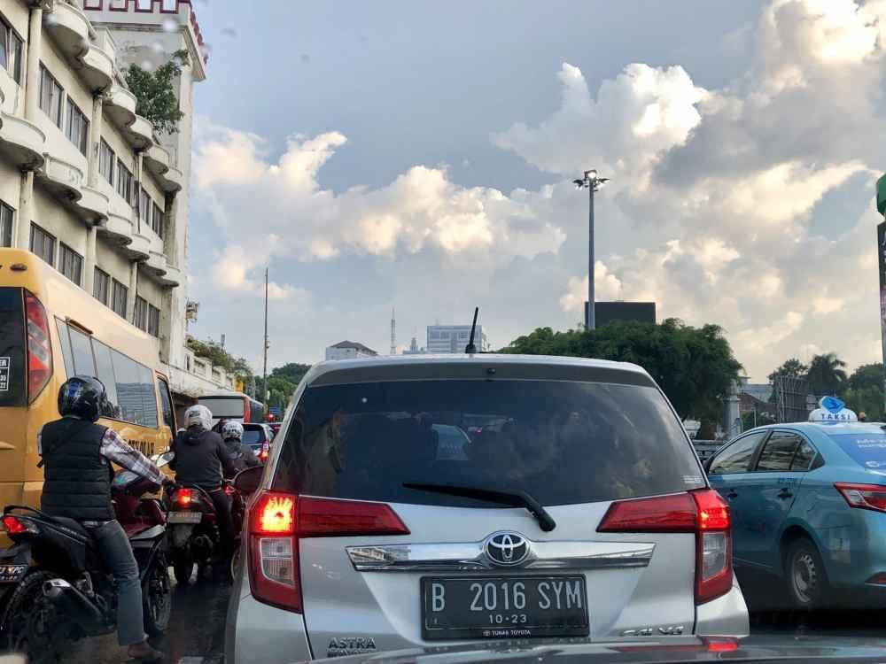 Le trafic dans les rues de Jakarta, indonésie