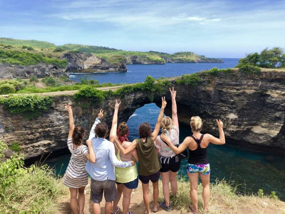 Voyager entre amies en Indonésie à Broken Beach