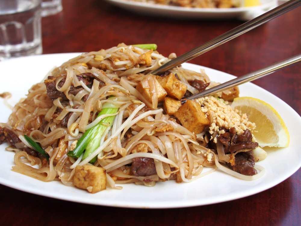 Plat asiatique avec tofu et arachides