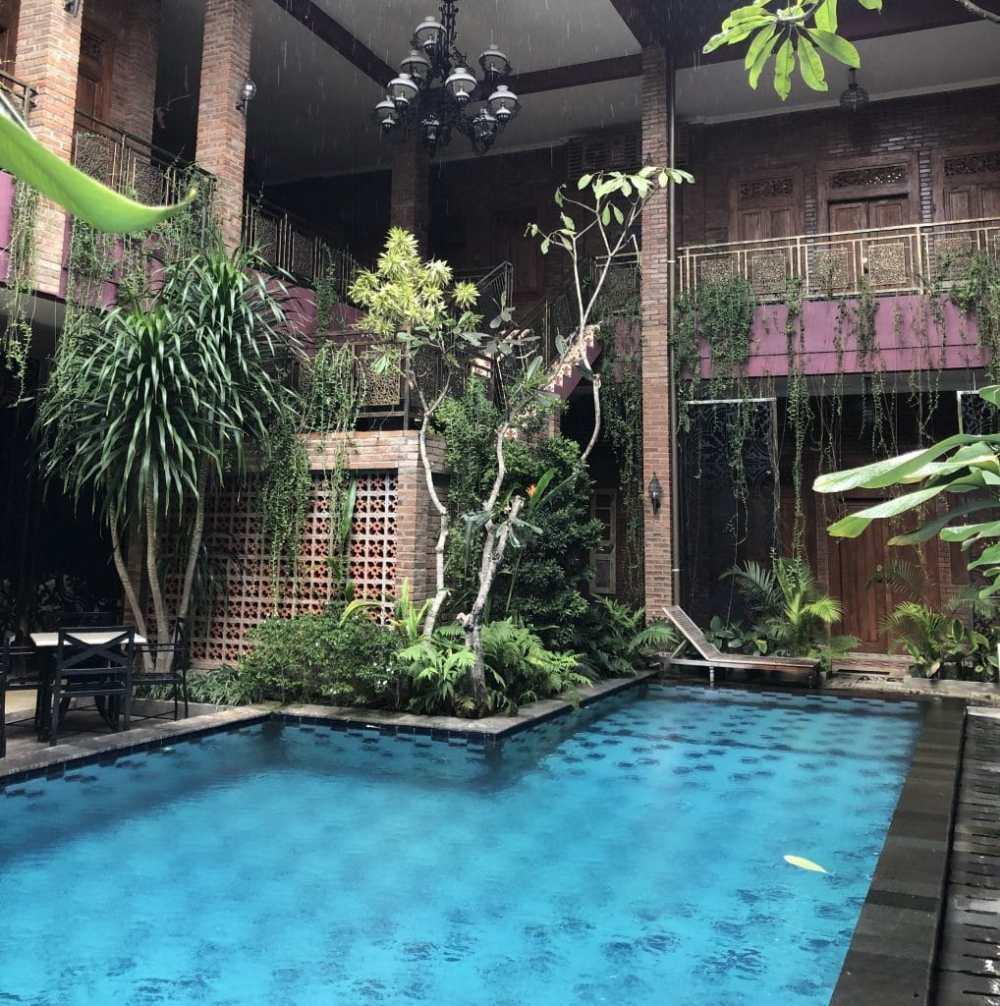 La cour intérieure de l'hôtel Javai Villas Hotel