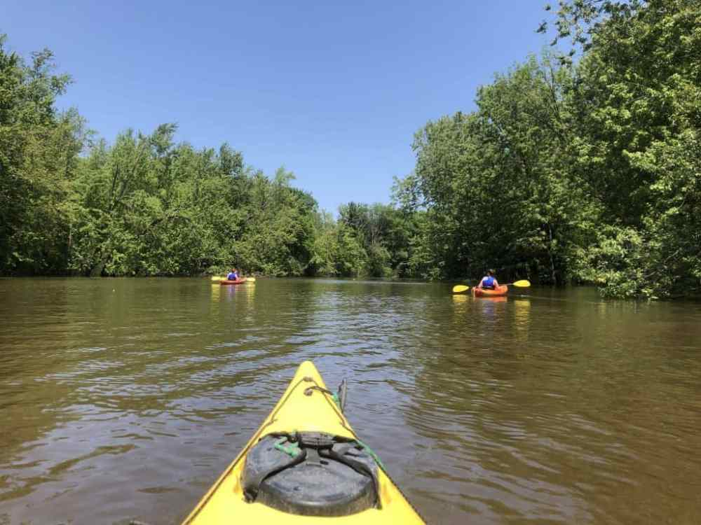 Faire du kayak sur la rivière des Mille-Îles à Laval est une belle activité estivale