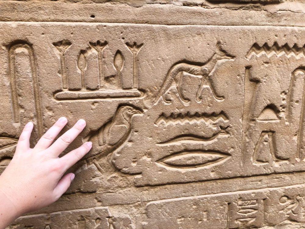 Hieroglyphes temple Egypte