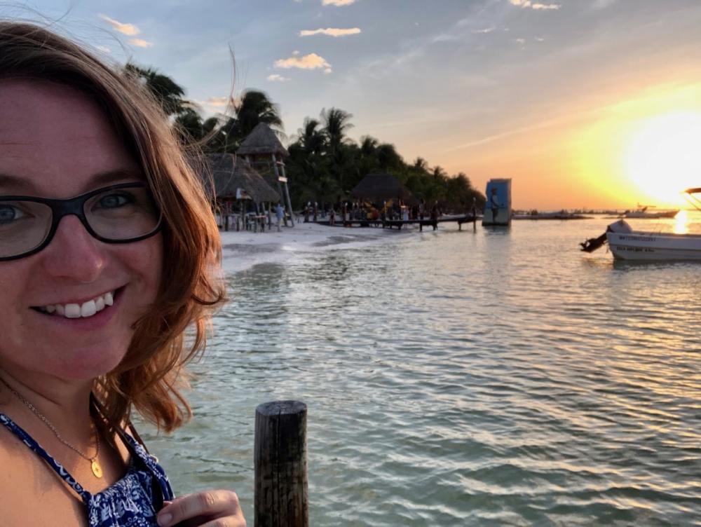 MC Globetrotteuse à Holbox au Mexique au coucher de soleil
