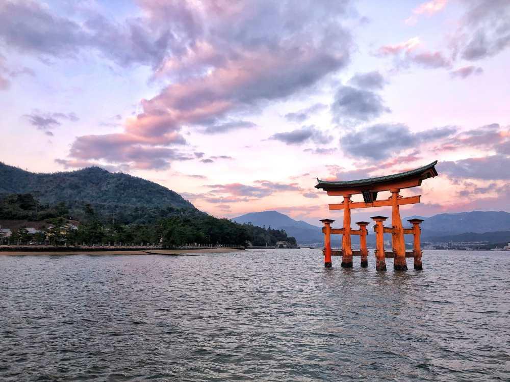 La porte Torii à Miyajima au Japon