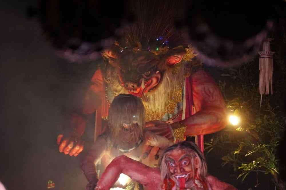 Parade des monstres géants les Ogoh Ogoh Ubud VNali Nyepi jour du silence