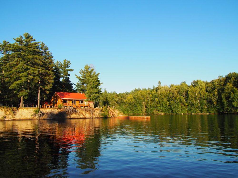 Road Trip sur la Route des Explorateurs petit chalet bord de lac
